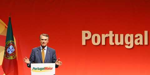 Portuguese presidential candidate Cavaco Silva speaks to supporters during electoral campaign in Portalegre