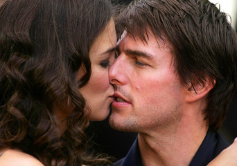 """US actor Cruise and US actress Holmes kiss at the UK premier of his latest movie """"War of the Worlds"""" in ..."""