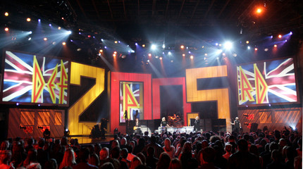 """Music group Def Leppard performs at the """"VH1 Big in '05"""" awards show at Sony Pictures studios in Culver City"""