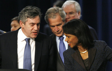 Bush, Rice and Brown talk at the Nato Summit in Bucharest