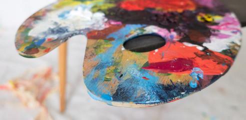 Mischpalette mit bunten Farben, Künstler, Breitbild
