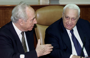 Israeli Prime Minister Ariel Sharon (R) and Foreign Minister Shimon Peres (L) talk during a cabinet ..