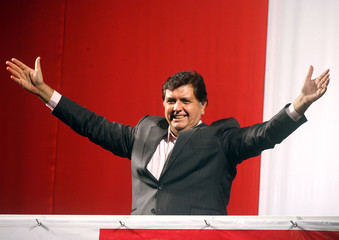 Peruvian presidential candidate Alan Garcia waves his supporters  in Lima