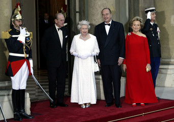 BRITAIN'S QUEEN ELIZABETH II STANDS WITH FRENCH PRESIDENT CHIRAC AT THE ELYSEE PALACE IN PARIS.