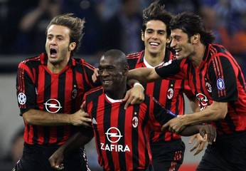 Milan's Seedorf celebrates goal against FC Schalke with team mates during Champions League soccer match in Gelsenkirchen