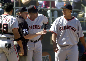 GIANTS ARGUE UMPIRE CULBREATHS SAFE CALL ON PADRES' KLESKO.