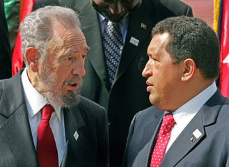 Cuban President Castro and his Venezuelan counterpart Chavez during photo call in Puerto La Cruz, ...