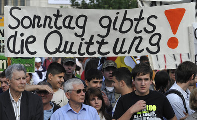 """""""On Sunday you'll receive the receipt"""" reads a banner of German farmers during an election campaign rally of German Chancellor Angela Merkel in Kasse"""
