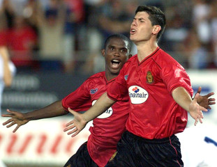 MALLORCA'S LUQUE AND ETOO CELEBRATE A GOAL AGAINST HAJDUK SPLIT DURINGCHAMPIONS LEAGUE MATCH.