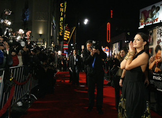 """Cast member Barrymore poses at the world premiere of """"Music and Lyrics"""" at the Grauman's Chinese theatre in Hollywood"""
