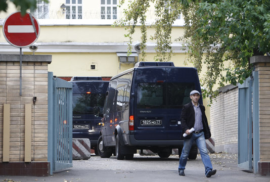 Two vehicles with tinted windows are driven into Moscow's high-security Lefortovo prison