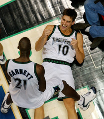 TIMBERWOLVES SZCZERBIAK CHEERS AFTER MAKING BASKET AND BEING FOULED.