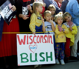 GROUP OF CHILDRFEN WAIT FOR CANDIDATE BUSH AT WISCONSIN RALLY.
