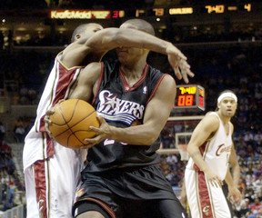 PHILDELPHIA PLAYER SNOW IS FOULED BY CAVALIERS WAGNER DURING NBA ACTION IN CLEVELAND.