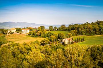 Paysage vers Les thermes Bagno Vignoni de San Quirico d'Orcia en Toscane