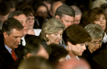 HUTCHISON AND MEMBERS OF CONGRESS HOLD PRAYER VIGIL IN CAPITOL ROTUNDA.