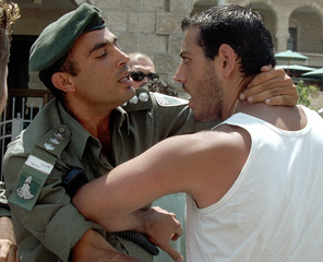 ISRAELI POLICEMAN STRUGGLES WITH A PALESTINIAN AT THE OLD CITY INJERUSALEM.
