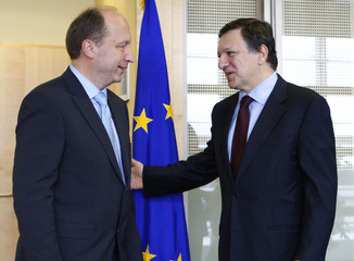 Lithuania's Prime Minister Kubilius is welcomed by EC President Barroso at EC headquarters in Brussels