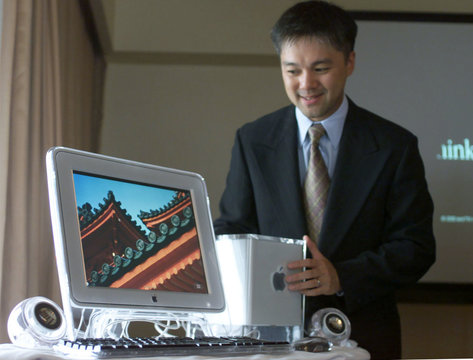TONY LI INTRODUCES THE NEW POWER MAC G4 CUBE IN BOMBAY.