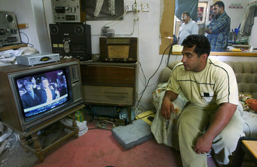 IRAQI GYM OWNERS WATCH TELEVISION NEWS PROGRAM ON ARNOLDSCHWARZENEGGER.