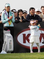 US golfer Wie applauds South Korean girl during her golf clinic in Inchon