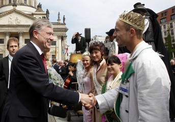 German President Horst Koehler shakes hands with people during a state ceremony at Gendarmenmarkt in Berlin