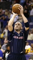 NETS' JASON KIDD WARMS UP BEFORE GAME.