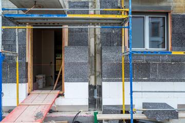 Baustelle Haus mit Baugerüst Bau