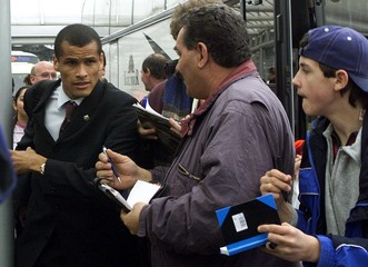 BARCELONA SOCCER STAR RIVALDO MAKES HIS WAY TO A BUS AT PRAGUE'S AIRPORT.