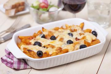 Rigatoni Pasta mit Oliven und Wein