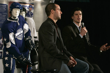 Penguins' Crosby and Stars' Turco discuss the new NHL uniforms during a press conference in Dallas