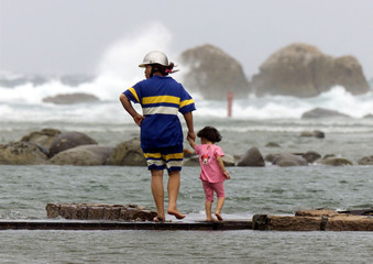 A TAIWANESE MOTHER AND DAUGTHER WALK AT THE SEA FRONT IN NORTHERN KEELUNG.