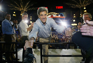 PRESIDENTIAL CANDIDATE JOHN KERRY GREETS SUPPORTERS AT CAMPAIGN RALLY.