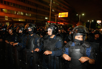 Federal police take control of the Central Light and Power Company headquarters in Mexico City