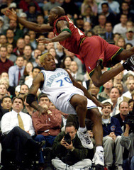 MAVERICKS RODMAN FALLS UNDER SUPER SONICS PATTERSON.