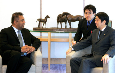 Sri Lankan Foreign Minister Samaraweera meets Japanese Chief Cabinet Secretary Abe in Tokyo