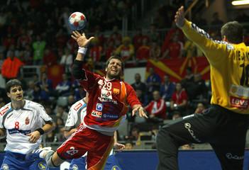 Macedonia's Gjorgonovski attemps to score next to Serbia's Vuckovic during their Men's World Handball Championship main round group II match in Zadar