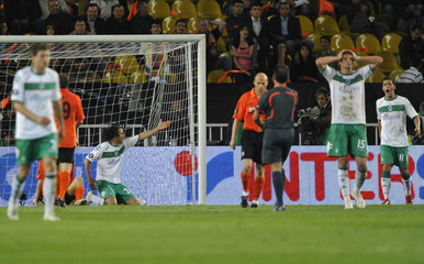 Players of Werder Bremen react on a disallowed goal during their UEFA Cup final soccer match against Shakhtar Donetsk at Sukru Saracoglu stadium in Istanbul
