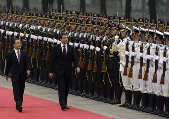 Chinese Premier Wen and Denmark's PM Rasmussen inspect an honour guard in Beijing
