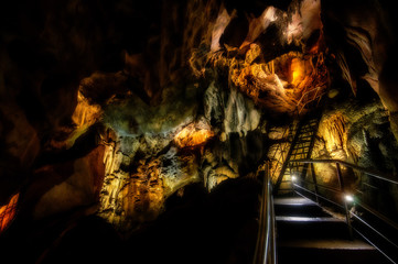 The Steep and Winding Ladders of the Chifley Cave
