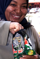 EGYPTIAN WOMAN EATS NEW BRAND OF POTATO CHIPS WITH PICTURE OF YASSERARAFAT ON PACKET.