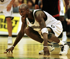 TIMBERWOLVES GARNETT WAITS FOR BALL IN GAME AGAINST MIAMI HEAT.