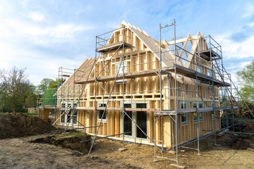 Rohbau eines Holzhauses