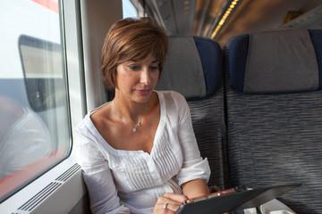 Donna in viaggio di lavoro