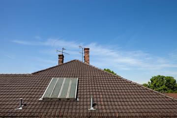 Dach Haus mit Schornstein und analoger Antenne