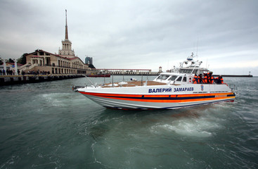 Emergencies Ministry boat returns from the the site of a crashed Armavia Airbus to the port of Sochi