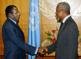 ROBERT MUGABE MEETS WITH KOFI ANNAN AT UNITED NATIONS.