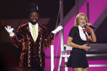 Fergie and Will.I.am perform Fergalicious at  VH1 Big in '06 Awards in Culver City