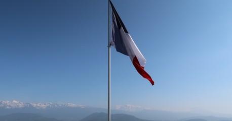 Drapeau français flottant au sommet de la Bastille