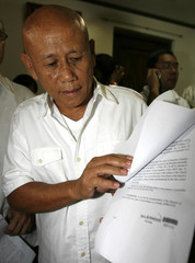 Manero shows release papers signed by Department of Justice before his release from  the national prison in Muntinlupa city